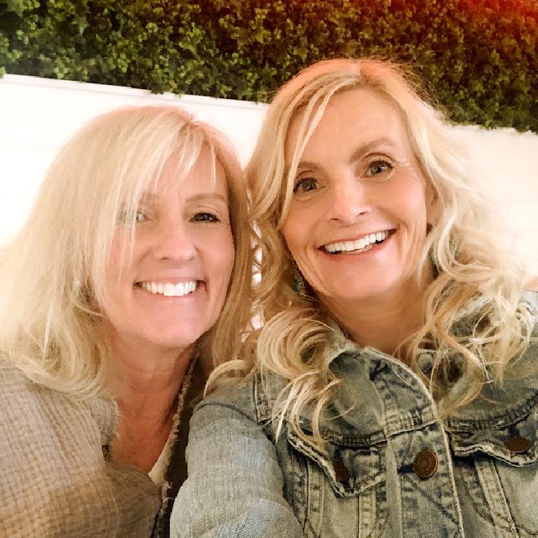 Michele and sister at Hampton Social in South Barrington. #hamptonsocial #hellolovelystudio