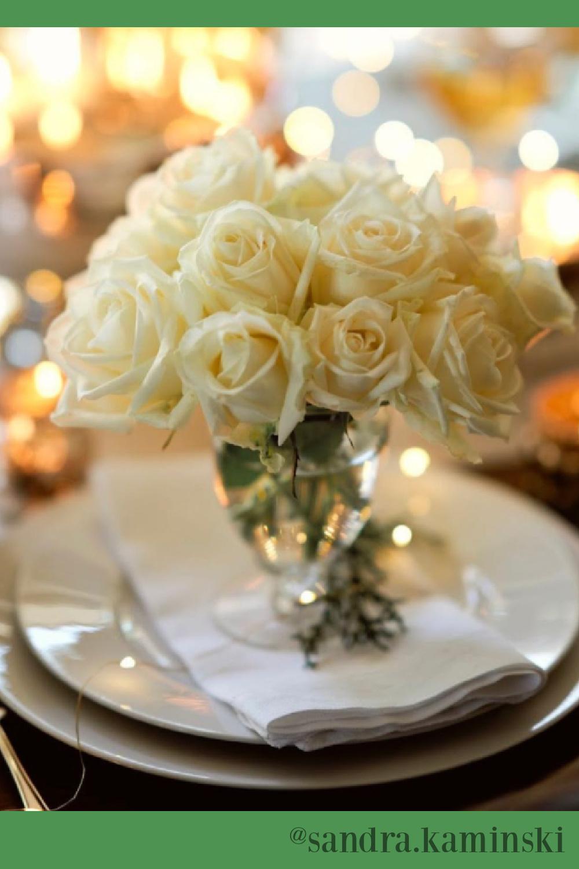 White roses and French country Christmas tablescape - Sandra Kaminski. #christmastable #whitechristmas #whiteroses