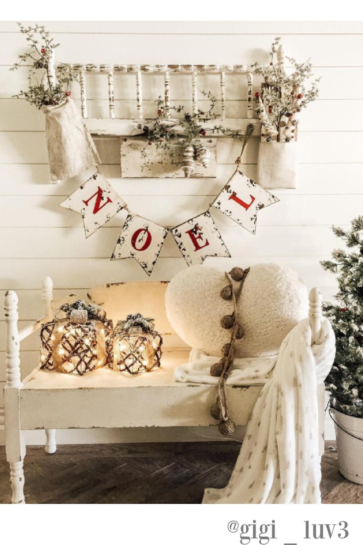 White Christmas decor in an entry - @gigi_luv3. #whitechristmas #countrychristmas #christmasdecor