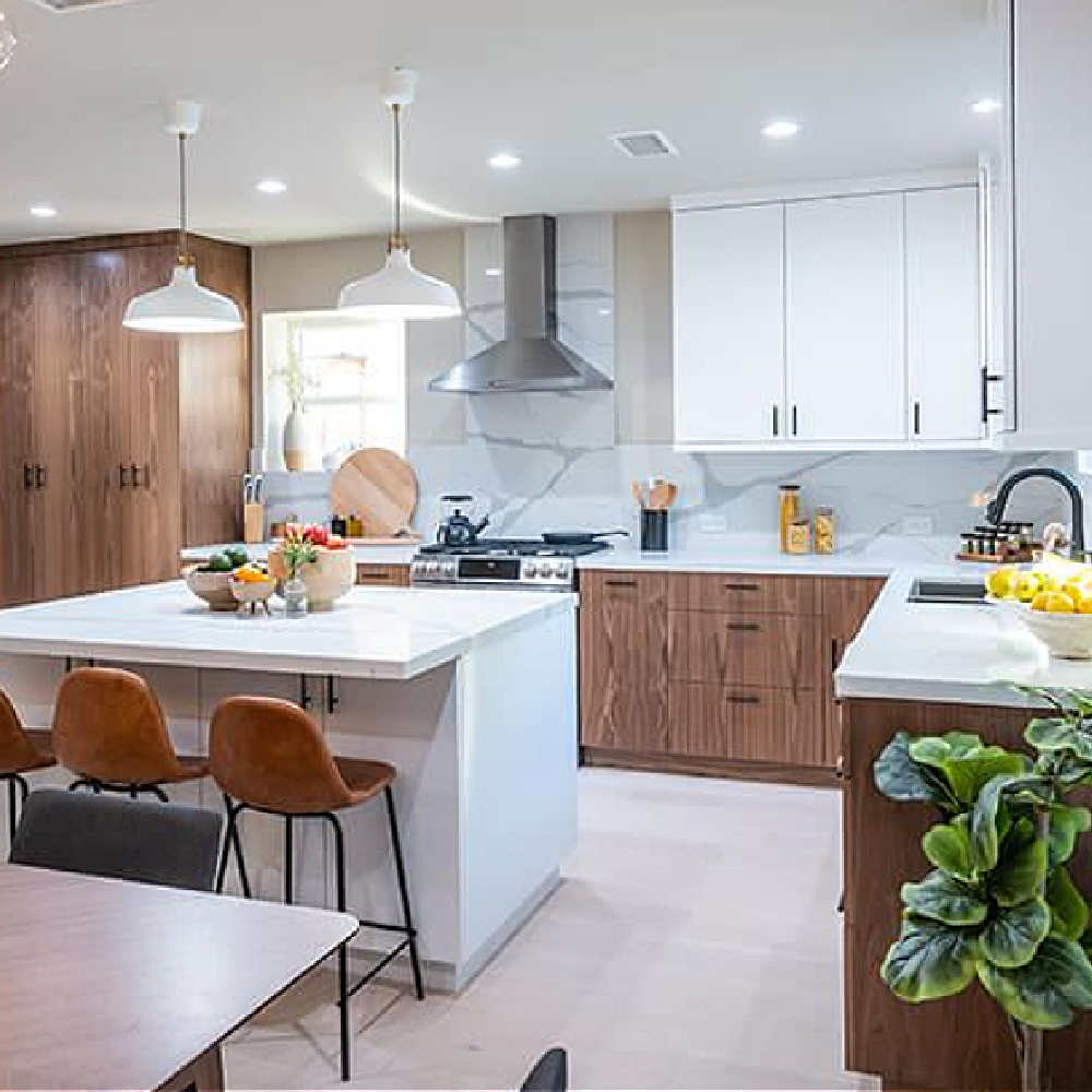 Two tone kitchen (white and wood) in Jen and Alex's Property Brothers Forever Home renovation with ARInteriors (Anna Rosemann). Episode 504. #scandikitchen #twotonekitchen