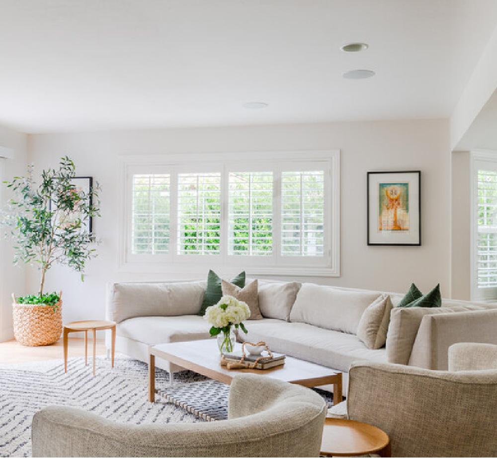 California cool family room with Belgian linen modern European country style furniture - AR Interiors (Anna Rosemann). #familyrooms #europeancountry #belgianlinen