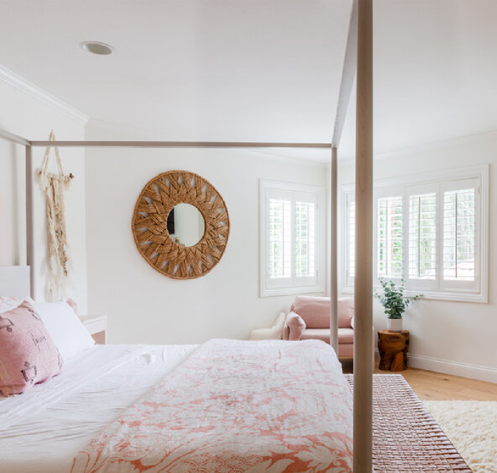 California cool bedroom with pink accents, bohemian accessories, and organic style and white walls - AR Interiors (Anna Rosemann)