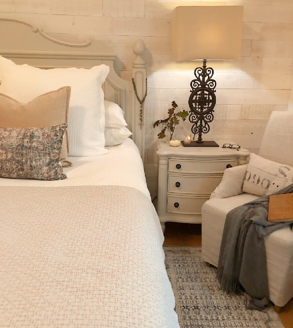 Hello Lovely's fall bedroom with Montara pillow and neutrals. #amberlewisxloloi #fallbedrooms